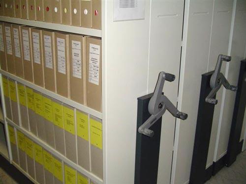 Posuvné regály v archivu v Přísnoticích